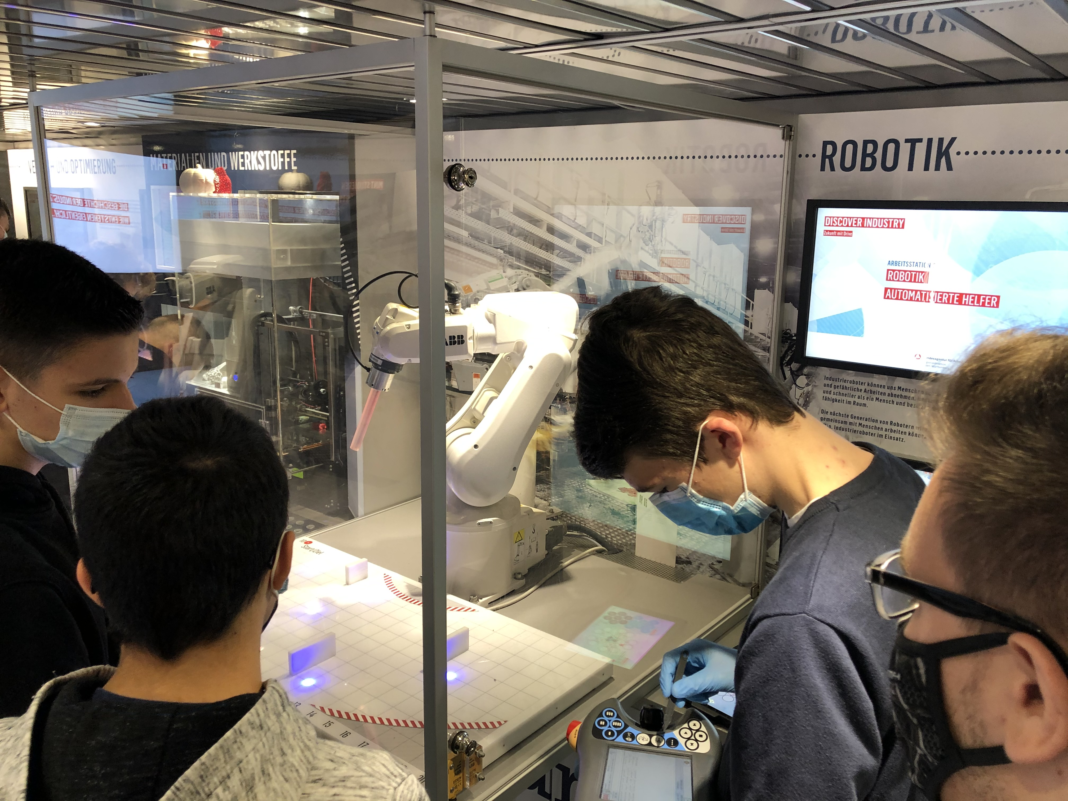 Programmierung eines Roboterarms.